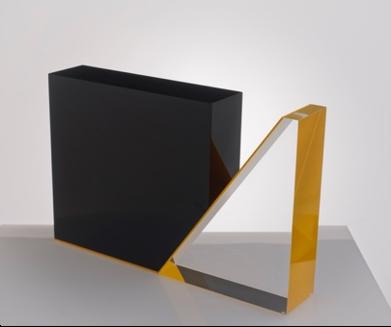 Cím / Title: Fekete négyzet színtelen háromszöggel és sárga kontúrral / Black square with colorless triangle and yellow contour